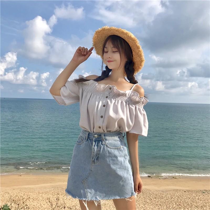 cô nàng đi biển với áo trễ vai cực xinh