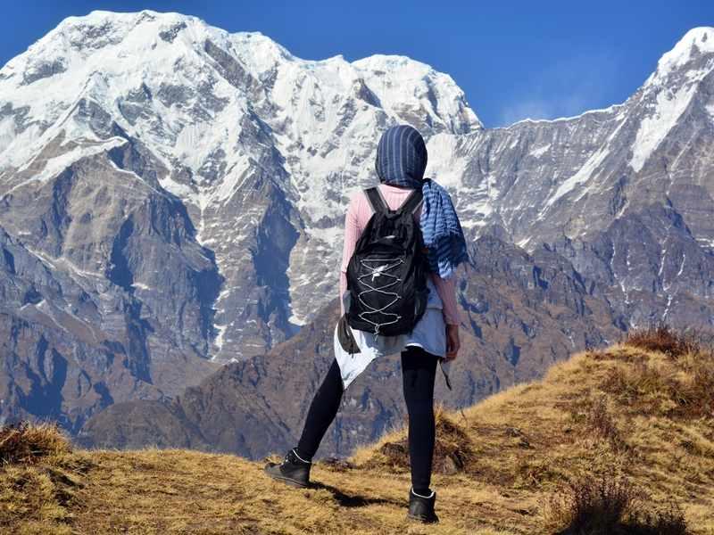 leo núi mặc gì được