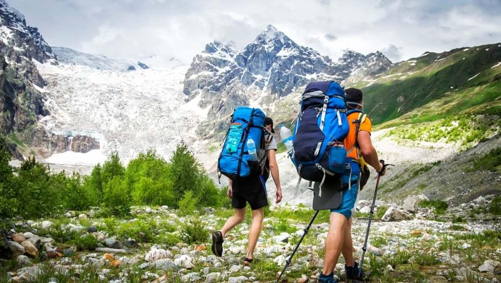 leo núi mặc gì gọn