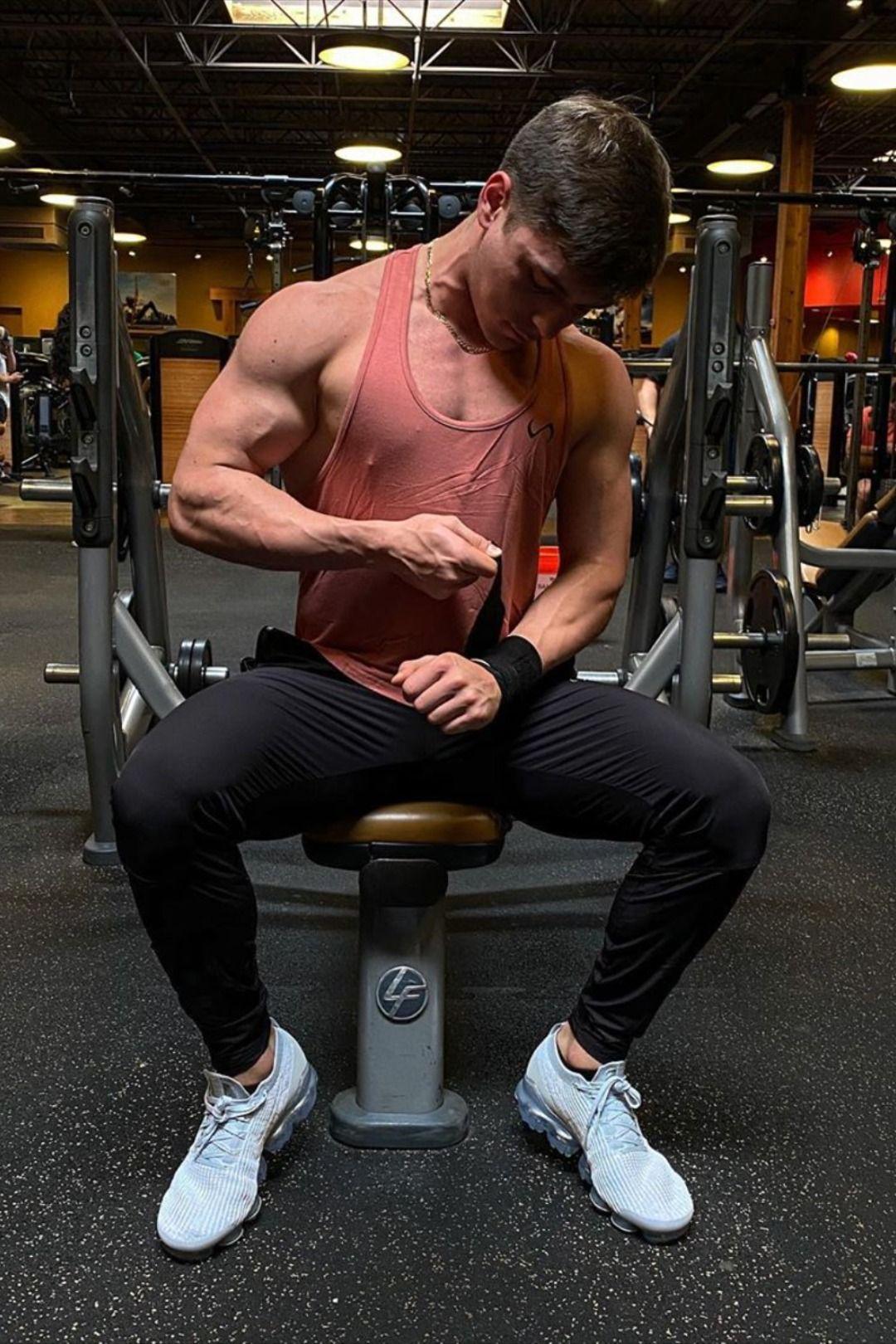 tập gym mặc đồ gì thoải mái